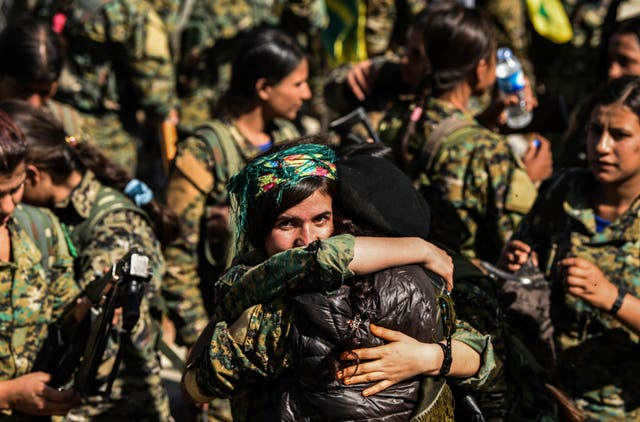 Female fighters of the Syrian Democratic Forces celebrate in Al-Naim Square after taking back the city of Raqqa from Isis. US-backed Syrian forces declare victory over Isis in Raqqa on 20 Outubro 2017 after a four-month long campaign