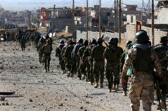 Kurdish forces enter Sinjar after seizing it from Isis control on 13 novembro 2015