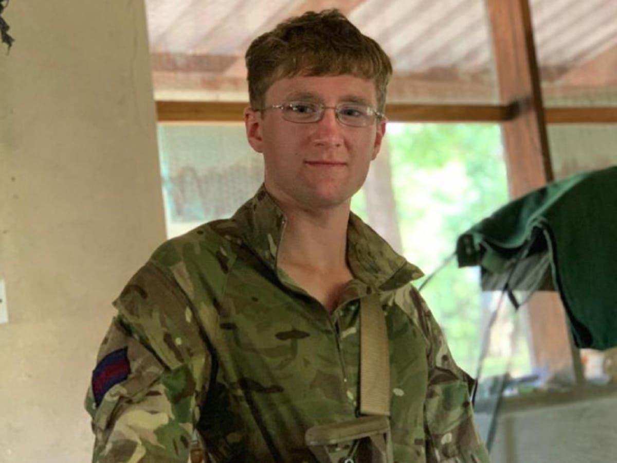 British soldier tried to climb a tree to escape elephant charge, enquête a dit