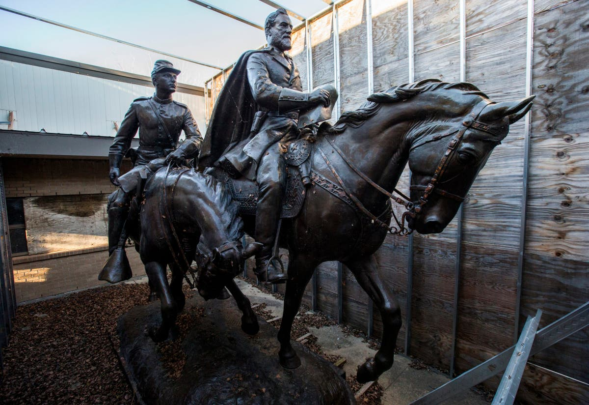 Robert E Lee statue removed after Charlottesville violence reappears at Texas resort