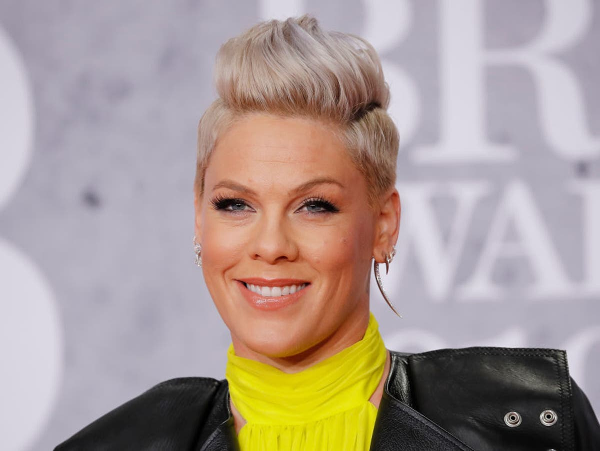 Pink offers to pay the fine for Norwegian women's handball team