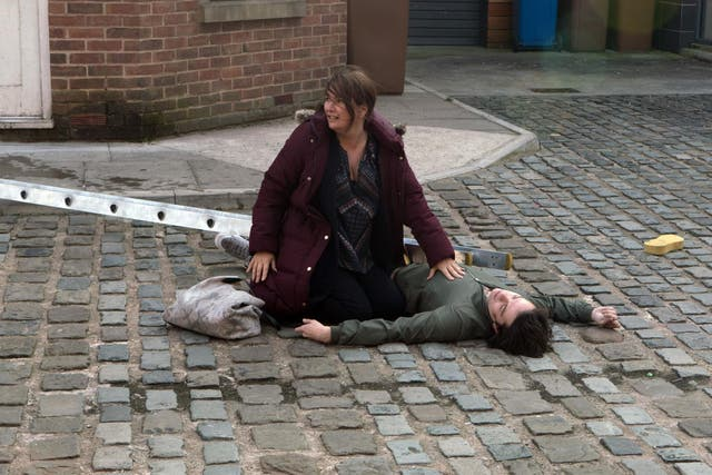 Fans laughed out loud when Anna Windass (Debbie Rush) finds Seb Franklin (Harry Visinoni) injured on the pavement and picks up her mobile to call emergency services. She managed to do it without touching the screen, unlocking her phone or dialling any numbers.