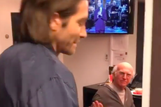 Jake Gyllenhaal shares video of awkward exchange with Larry David backstage at SNL