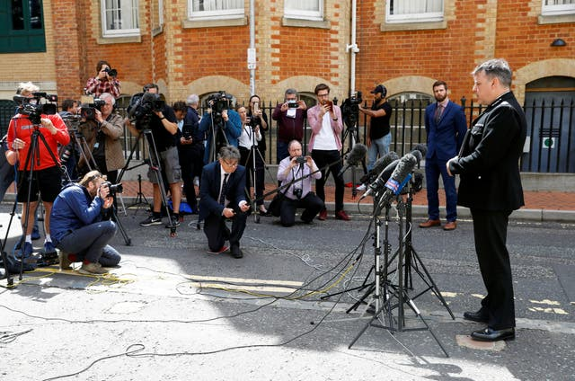 Thames Valley Police Chief Constable John Campbell talks to the media next to the police cordon at the scene of multiple stabbings in Reading, Bretagne, juin 21, 2020.