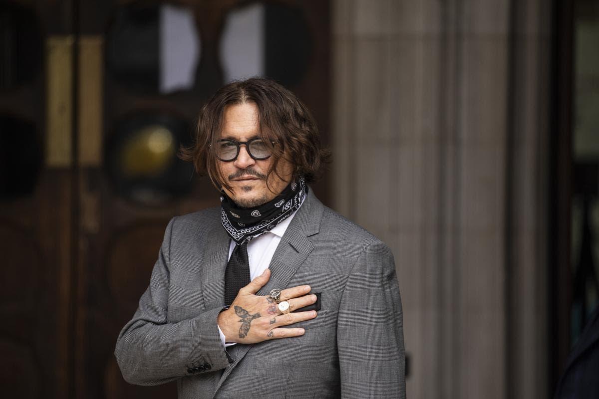 Le réalisateur accuse le studio d'enterrer un film à cause de Johnny Depp