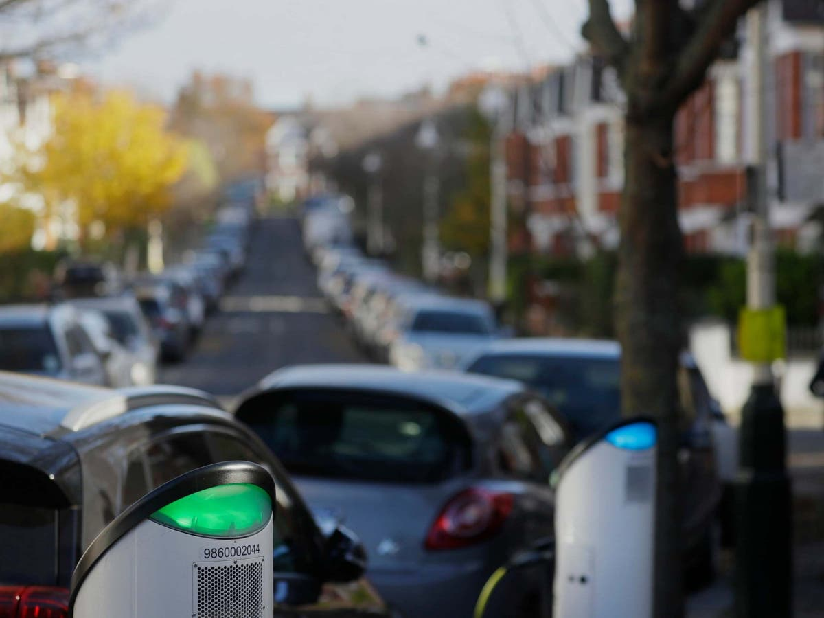 Shell plans to install 50,000 electric vehicle charging points by 2025