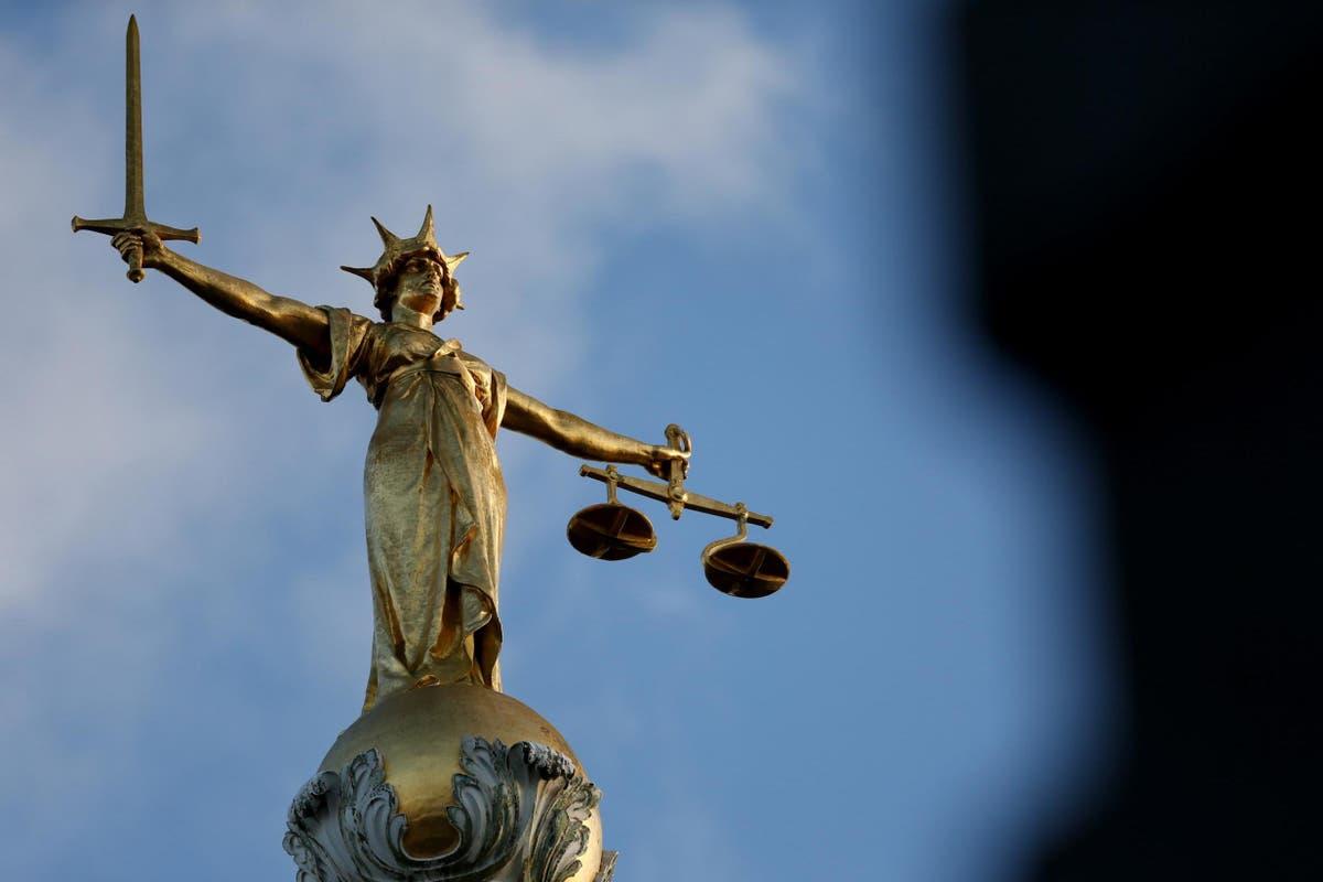 英国のテロ攻撃の計画で有罪判決を受けた10代のネオナチ