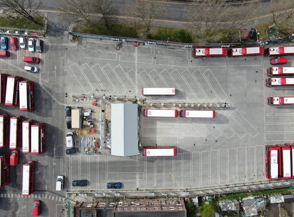 Sitio de prueba del garaje de autobuses de Londres para generar electricidad.