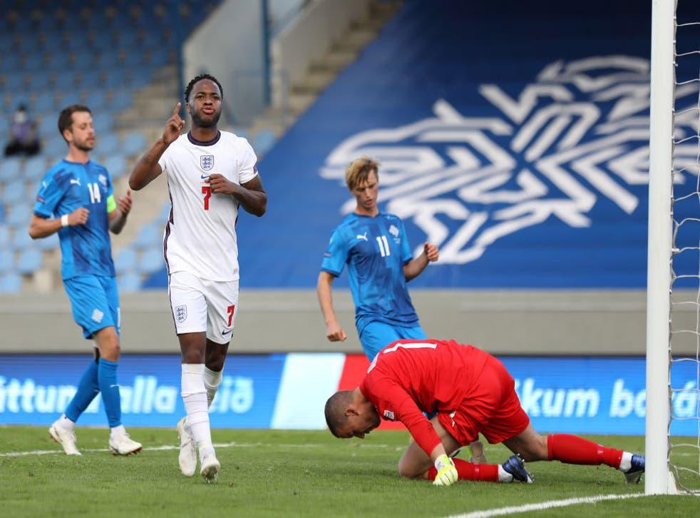 Raheem Sterling celebra el gol de la victoria de Inglaterra sobre Islandia