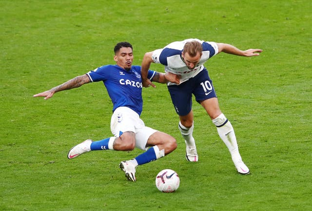 Allan tackles Harry Kane
