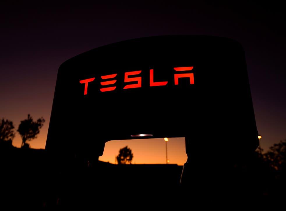 Este conductor canadiense no es el primero en ser sorprendido durmiendo al volante de un Tesla