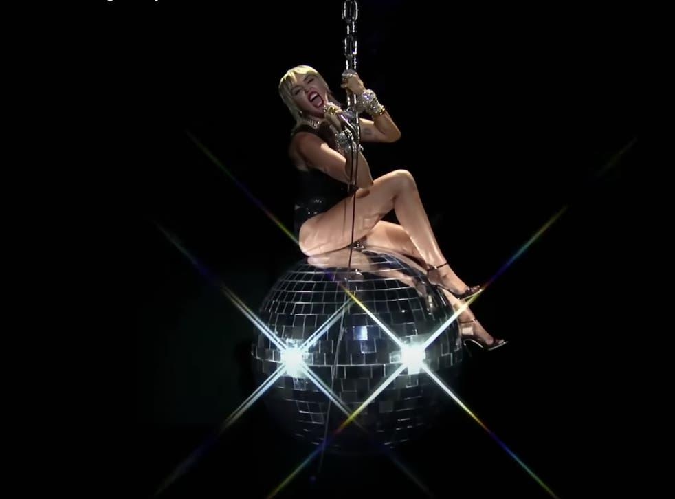 Miley Cyrus performs at the 2020 VMAs