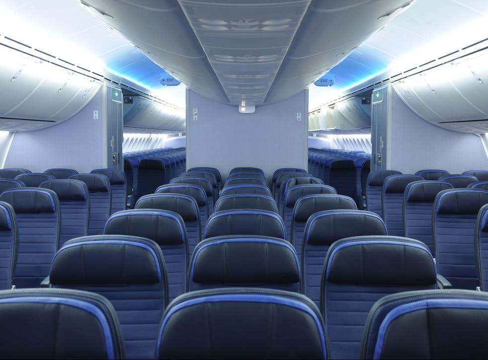Debido a la proximidad que hay entre las personas en un avión, el riesgo de contagio se incrementa al no poder guardar el distanciamiento social
