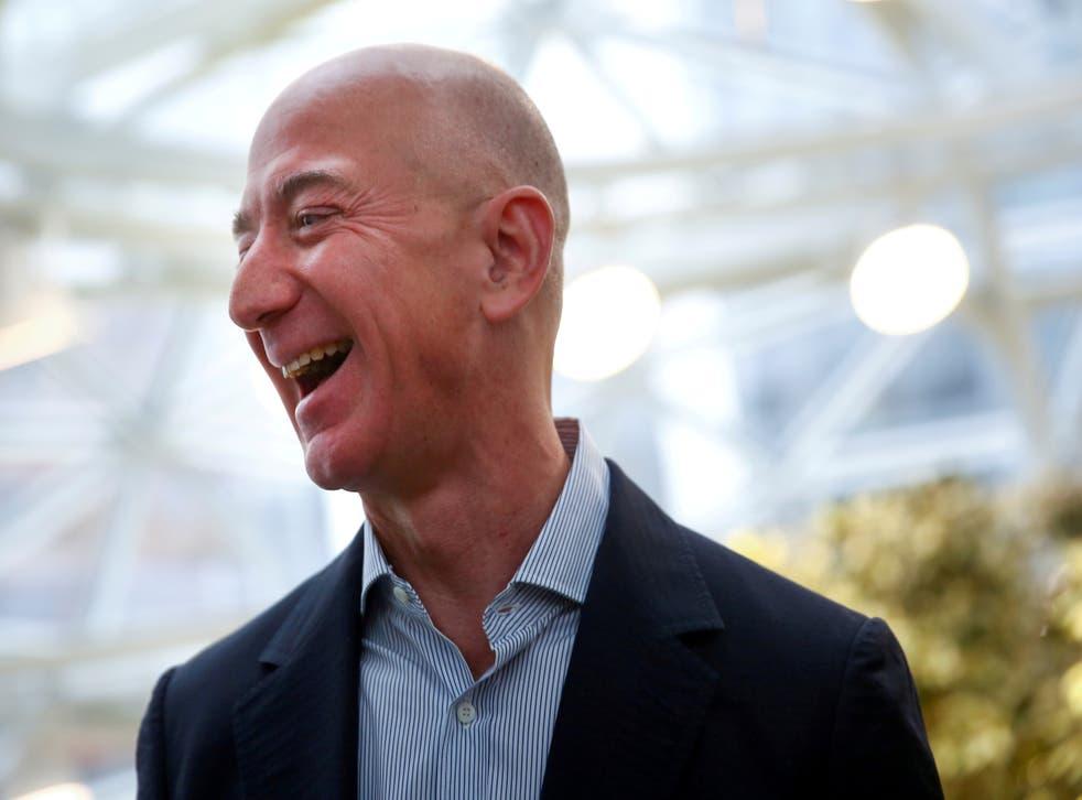<p>Jeff Bezos, fundador y director ejecutivo de Amazon, ha visto cómo su riqueza se disparó en $ 70 mil millones desde marzo.</p>