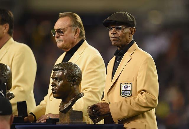 Fue el Novato Ofensivo del Año de la NFL en 1965