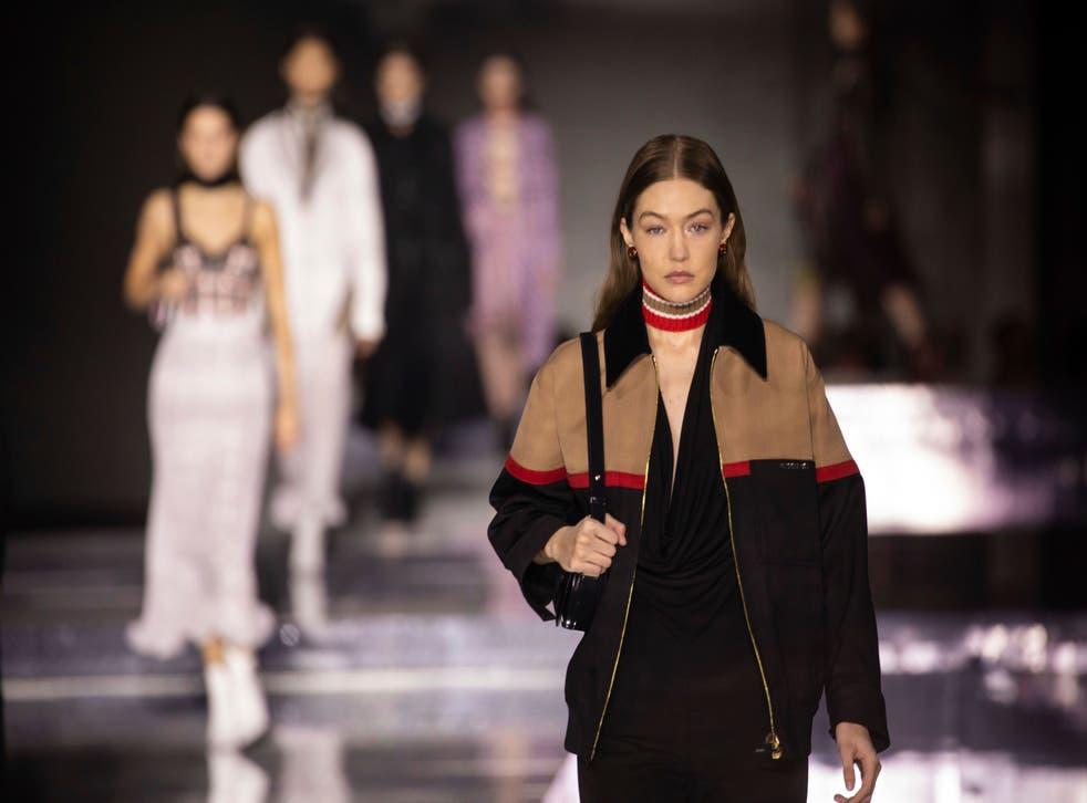Gigi Hadid en el London Fashion A / W Burberry 2020