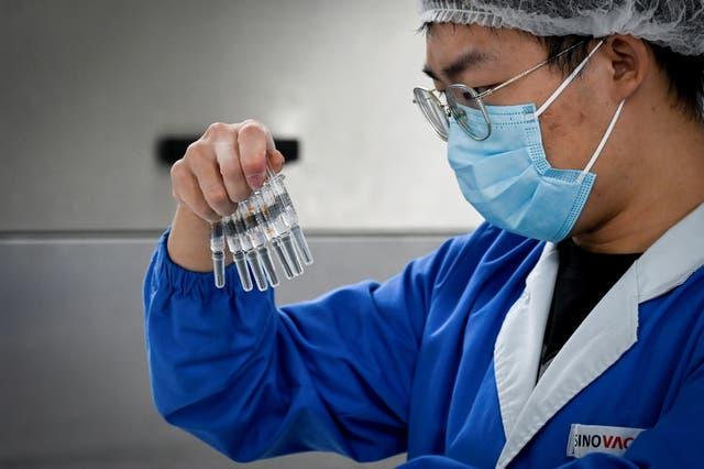 A nivel mundial, China tiene el mayor número de posibles vacunas en la llamada fase 3, de ensayos clínicos avanzados.