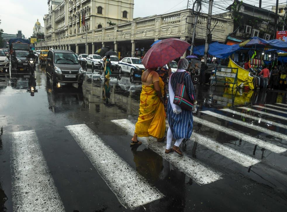 Cruce peatonal en Calcuta, India