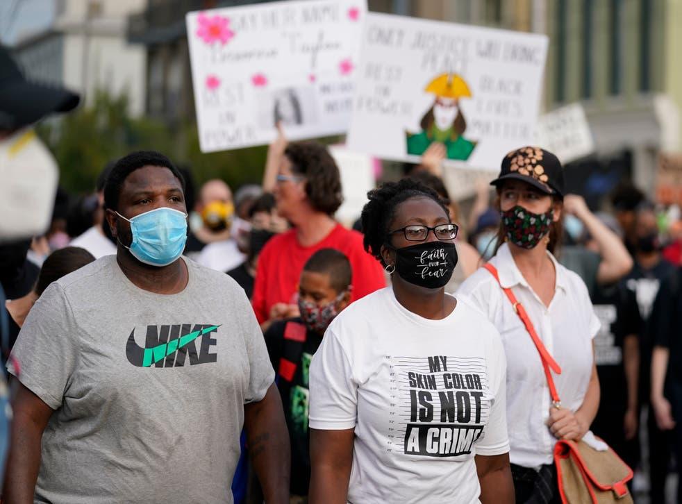Las manifestaciones estallaron de nueva cuenta tras la decisión del  Fiscal de no presentar cargos contra los policías que asesinaron a Taylor