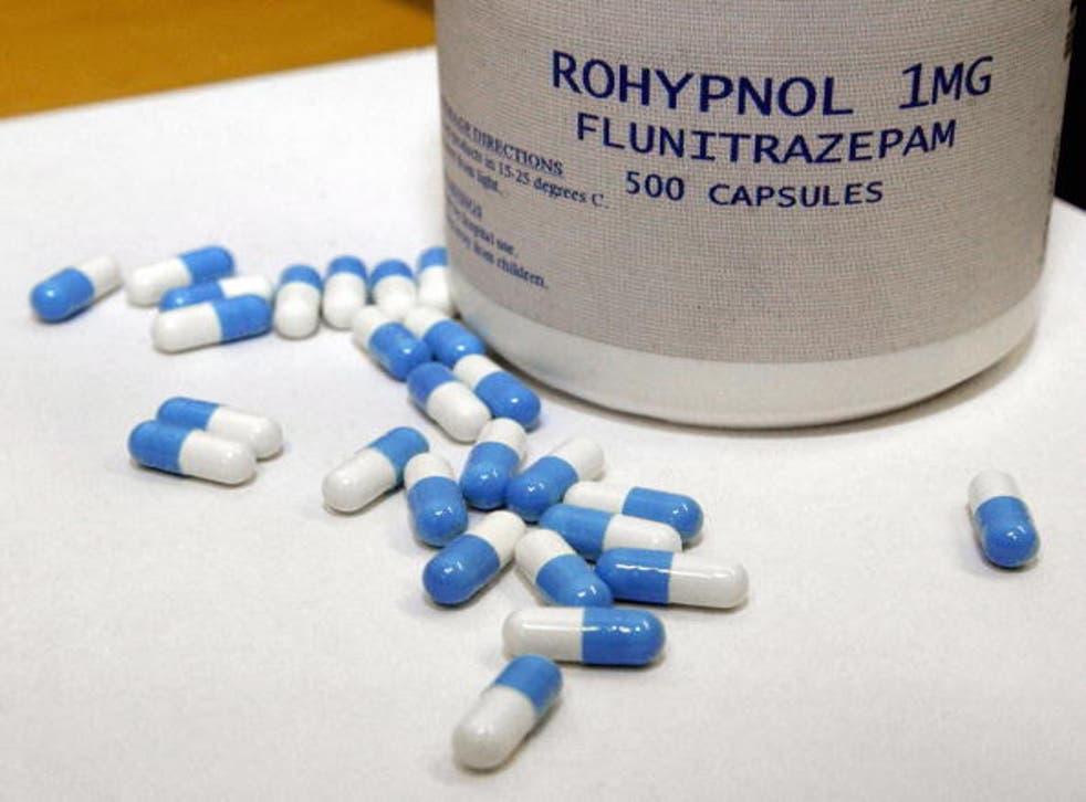 """Los médicos dijeron a los investigadores que los agentes podrían haber recibido una """"droga para violaciones en citas"""" como Rohypnol."""