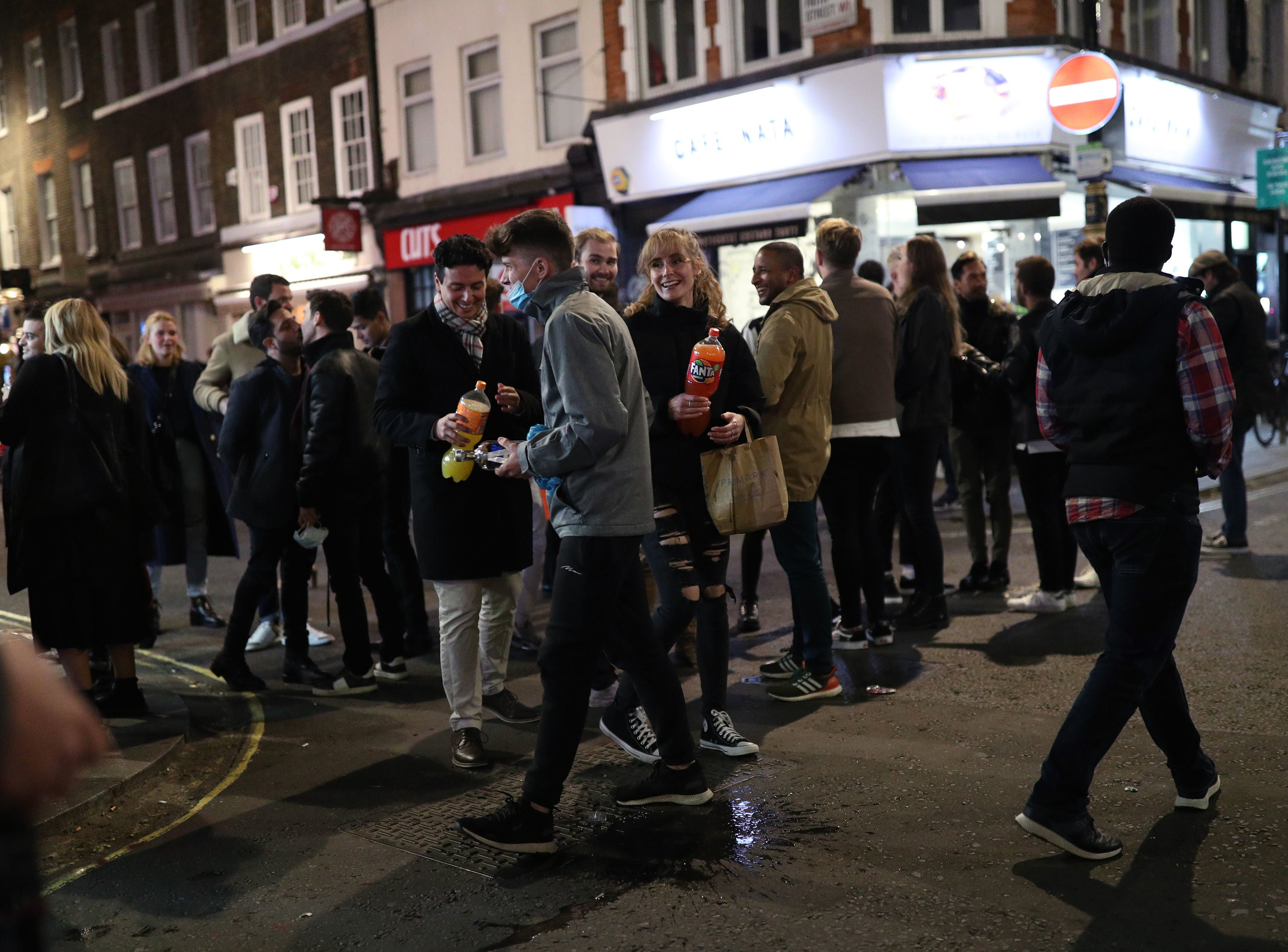 Pressure mounts on government to review 'shambolic' 10pm curfew after drinkers crowd streets at closing time | The Independent
