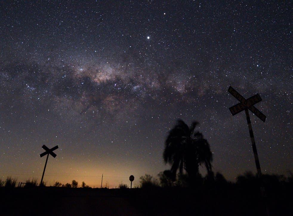 El centro de la galaxia está a 25 mil años luz de la Tierra