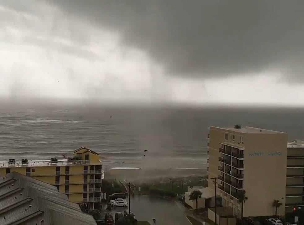 El tornado tocó tierra alrededor de Myrtle Beach, Carolina del Sur, el viernes.