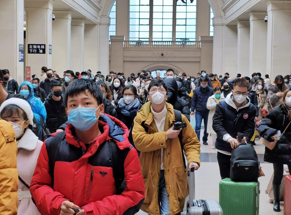 El brote se originó en Wuhan, China.