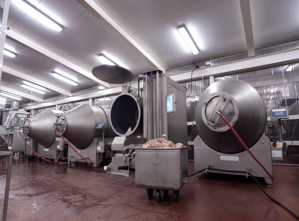 Más de 170 personas dieron positivo por Covid-19 en una planta de carne en Cornualles.
