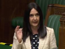 Policía de Escocia detiene a legisladora por viajar con COVID-19