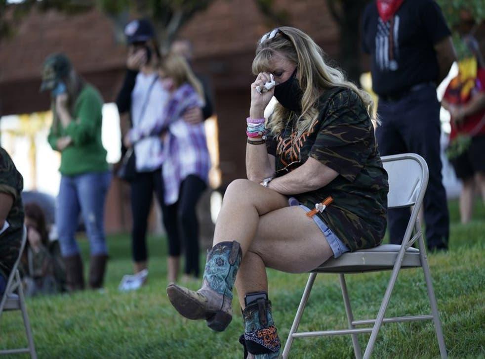 Una mujer en la ceremonia del tercer aniversario de la masacre de Las Vegas, el 1 de octubre del 2020. (AP Photo/John Locher)