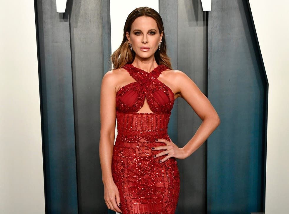 Kate Beckinsale defends Chrissy Teigen while opening up about own pregnancy loss