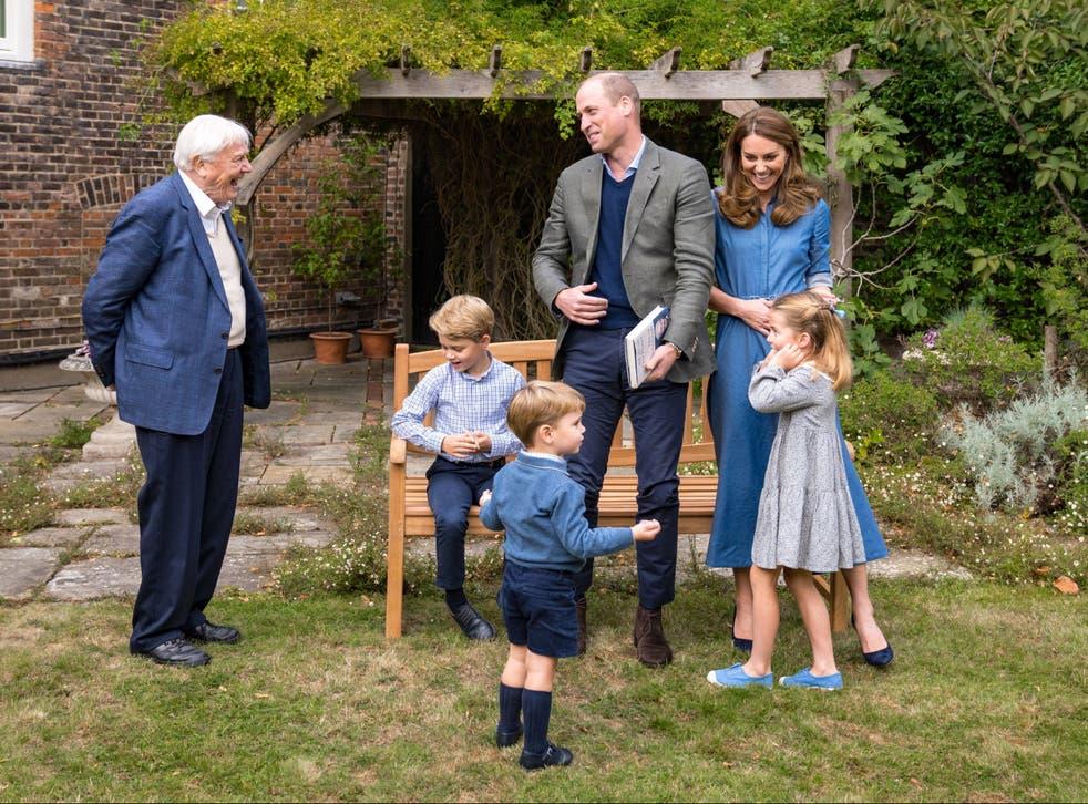 Sir David Attenborough junto a la familia real.