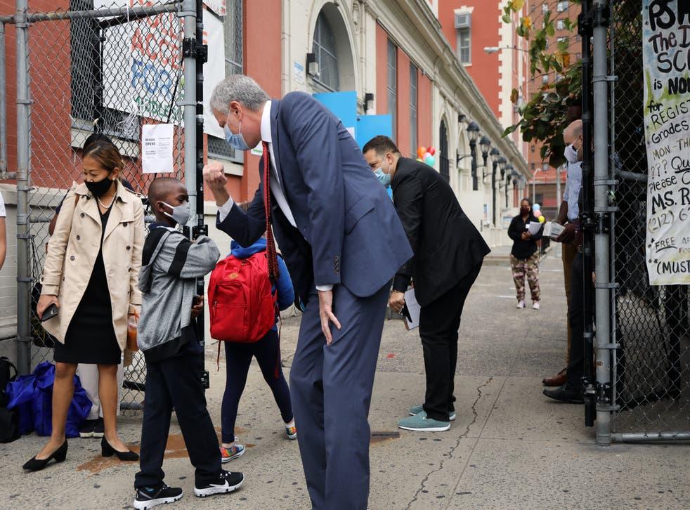 Los niños de las escuelas de la ciudad de Nueva York regresan a las clases presenciales.