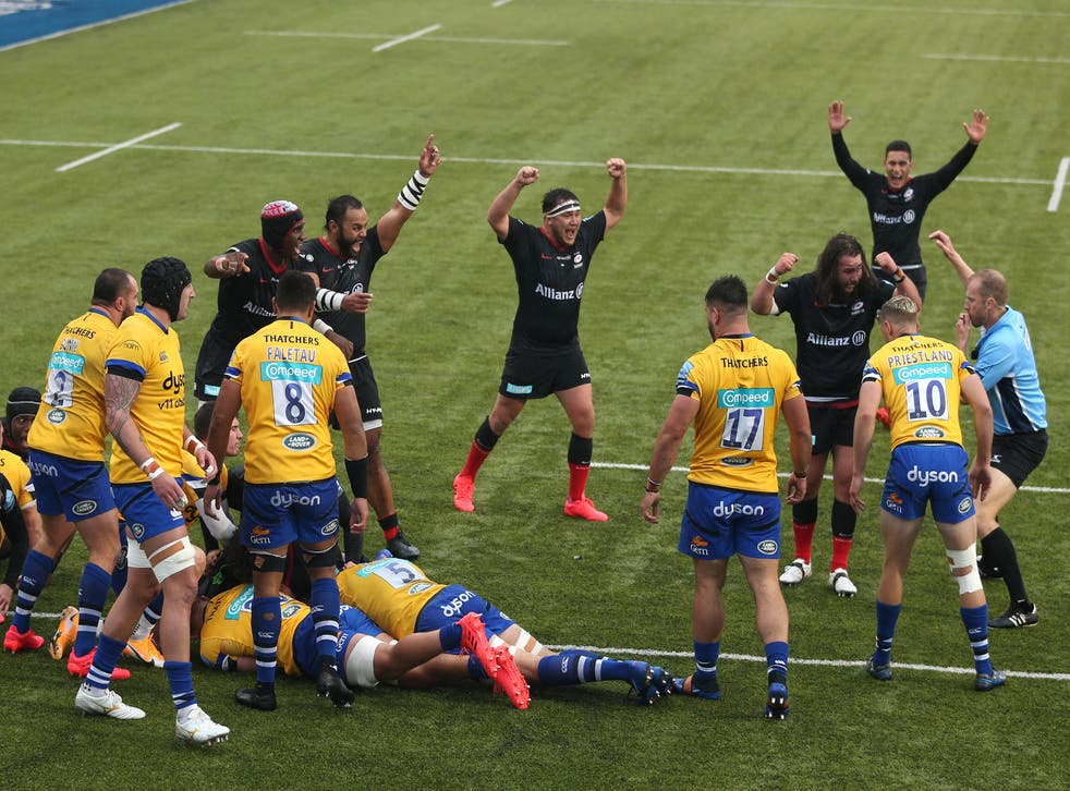 Saracens scored a late try to potentially cost Bath their place in the Premiership semi-finals