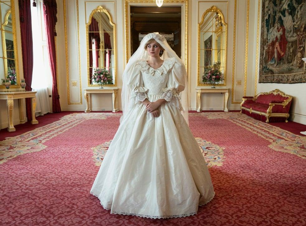 Lady Diana Spencer (Emma Corrin) le jour de son mariage dans la saison quatre de `` The Crown ''