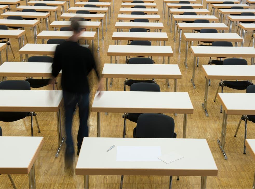 """<p>Los sindicatos han advertido que """"se está acabando el tiempo"""" para planificar los exámenes GCSE y nivel A del próximo año.</p>"""