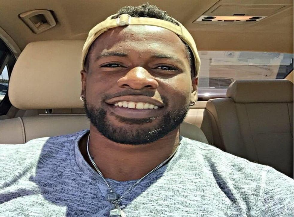Un afroamericano fue asesinado a tiros por la policía de Texas cuando intentaba intervenir en un incidente de violencia doméstica.