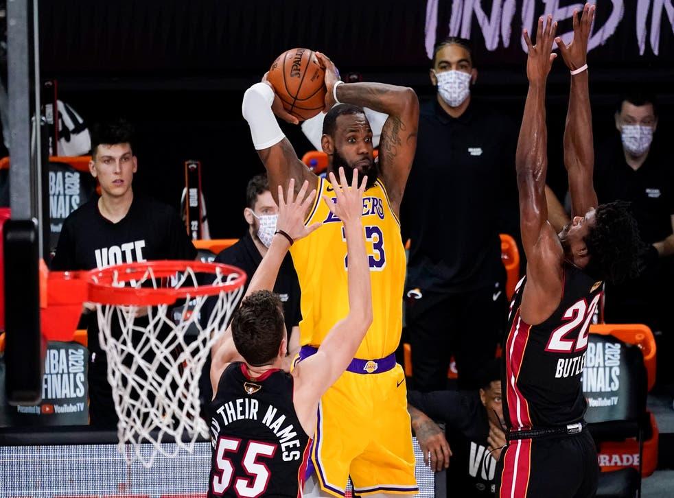 LeBron James finalizó con 28 puntos, 12 rebotes y ocho asistencias