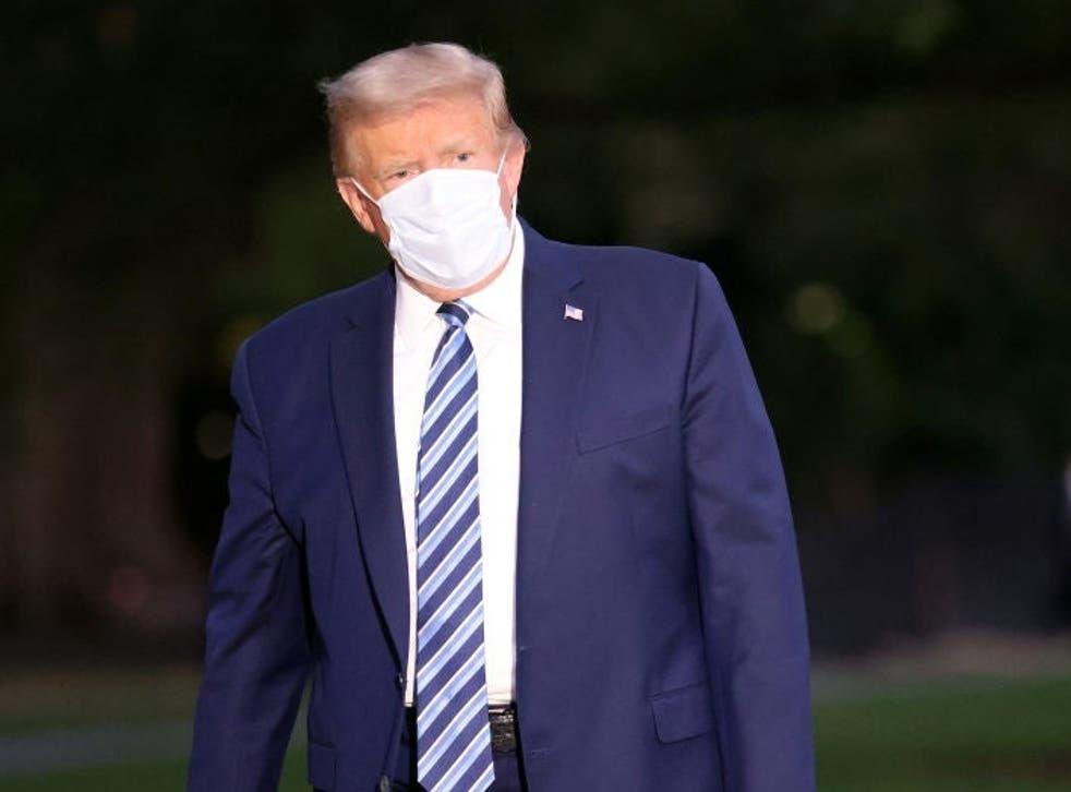 Donald Trump ha estado tuiteando frenéticamente mientras se recupera de Covid en la Casa Blanca