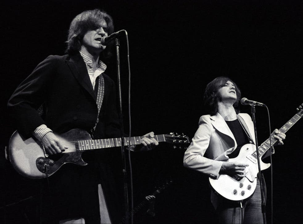 Ray Davies and Dave Davies of The Kinks perform in 1974