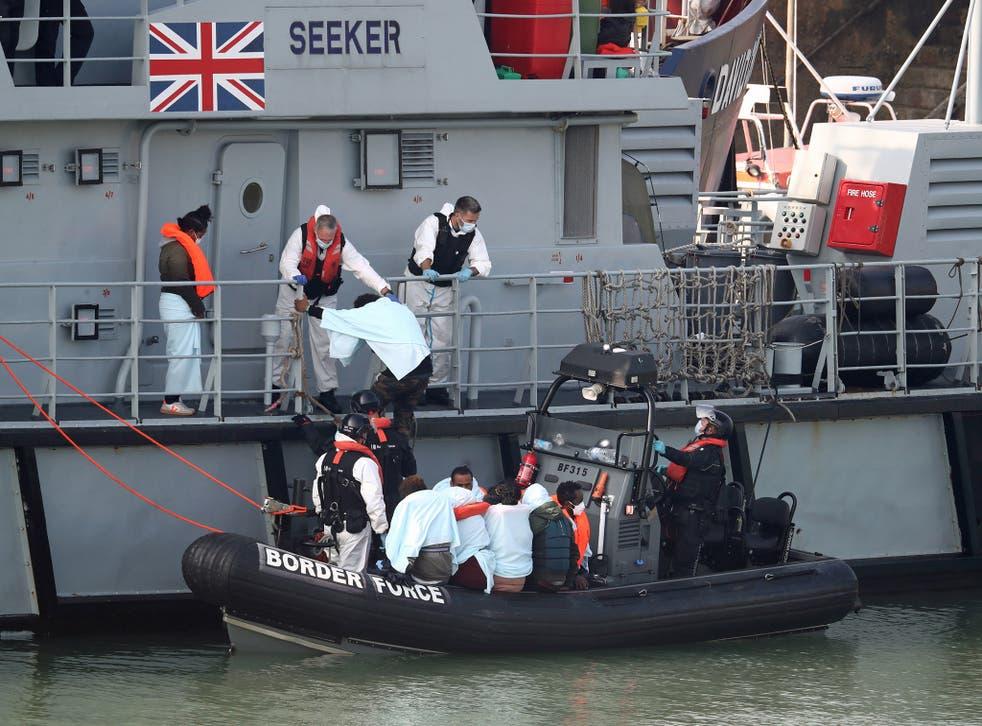 El nuevo plan vería los barcos de hélice desactivados por redes antes de que los migrantes sean llevados a bordo de los barcos del Reino Unido.