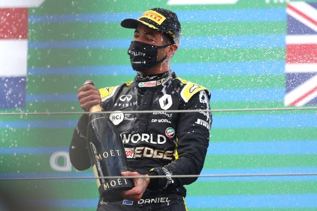 Desde hace nueve años Renault no había conseguido un podio. El último fue de Nick Heidfeld en Malasia.