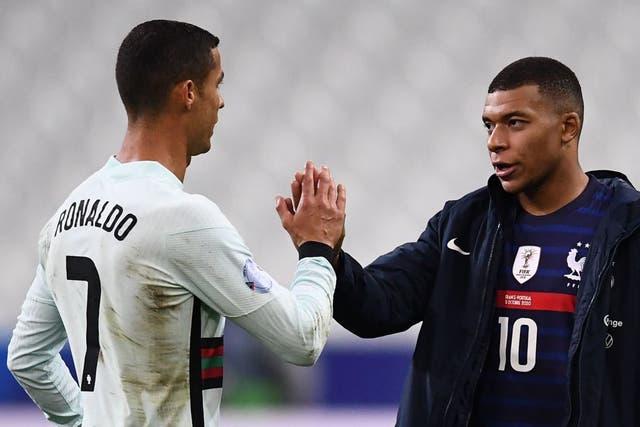 Dos de los mejores delanteros fueron prácticamente controlados en el Estadio de Francia.