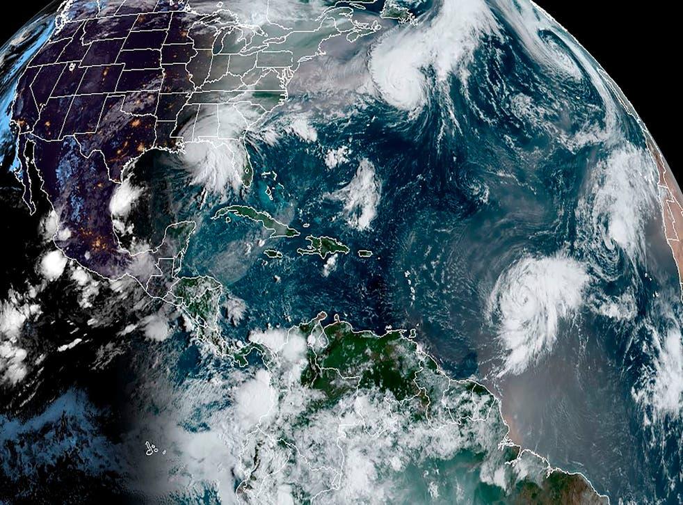 Una imagen de satélite muestra varios huracanes en el Océano Atlántico el mes pasado. La temporada de huracanes del Atlántico de 2020 es la segunda más activa registrada y aún no ha terminado.