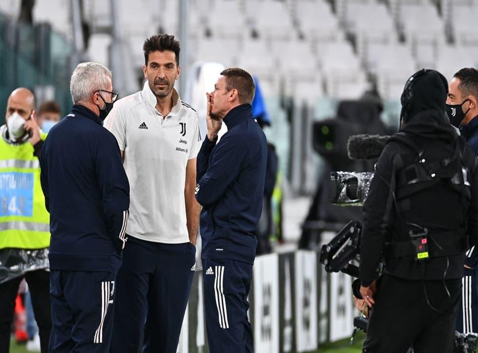 El cuadro dirigido por Gennaro Gattuso no viajó a Turín por los casos de COVID-19 en las filas del club bianconeri.