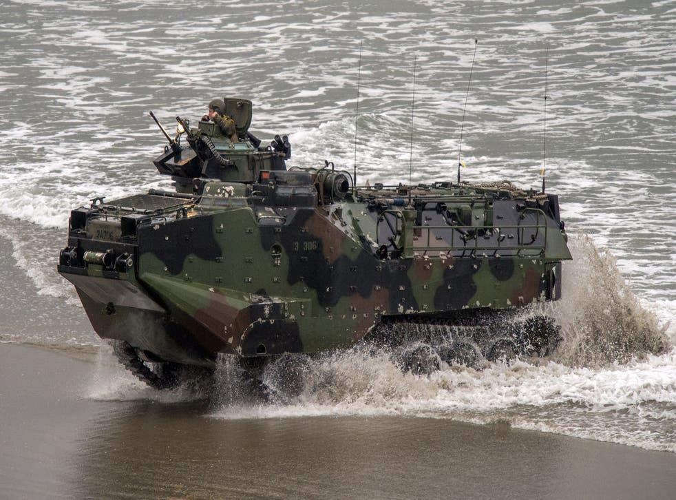 Un comandante de la Infantería de Marina de los Estados Unidos que estaba a cargo de un accidente de entrenamiento que mató a nueve miembros del servicio fue despedido.