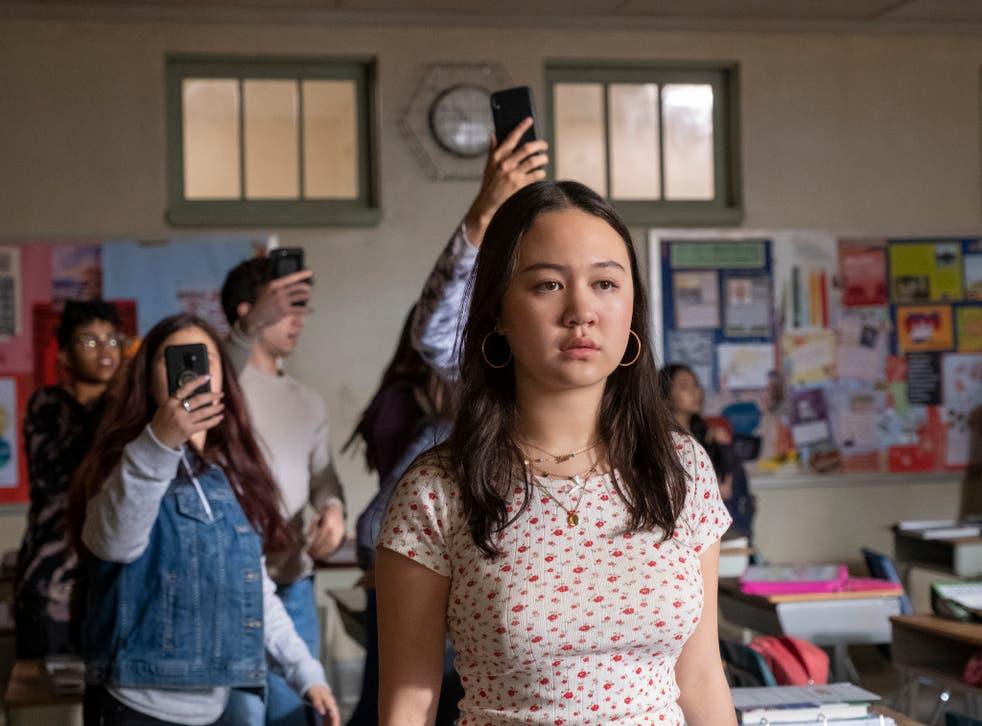 Amalia Yoo como la solitaria estudiante de primer año Leila Zimmer en 'Grand Army'