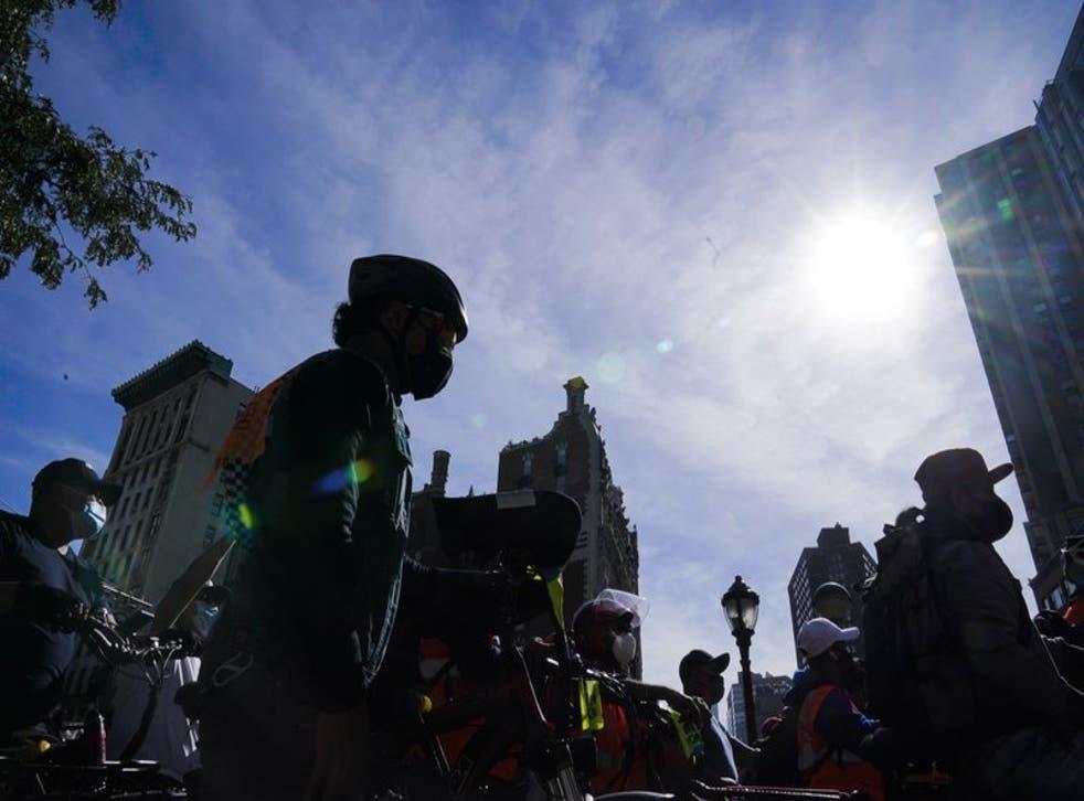 Los repartidores aseguran que el aumento de delitos en Nueva York durante la pandemia del COVID-19 les ha afectado también a ellos con mayor número de robos de sus bicicletas eléctricas. (Photo/Frank Franklin II)