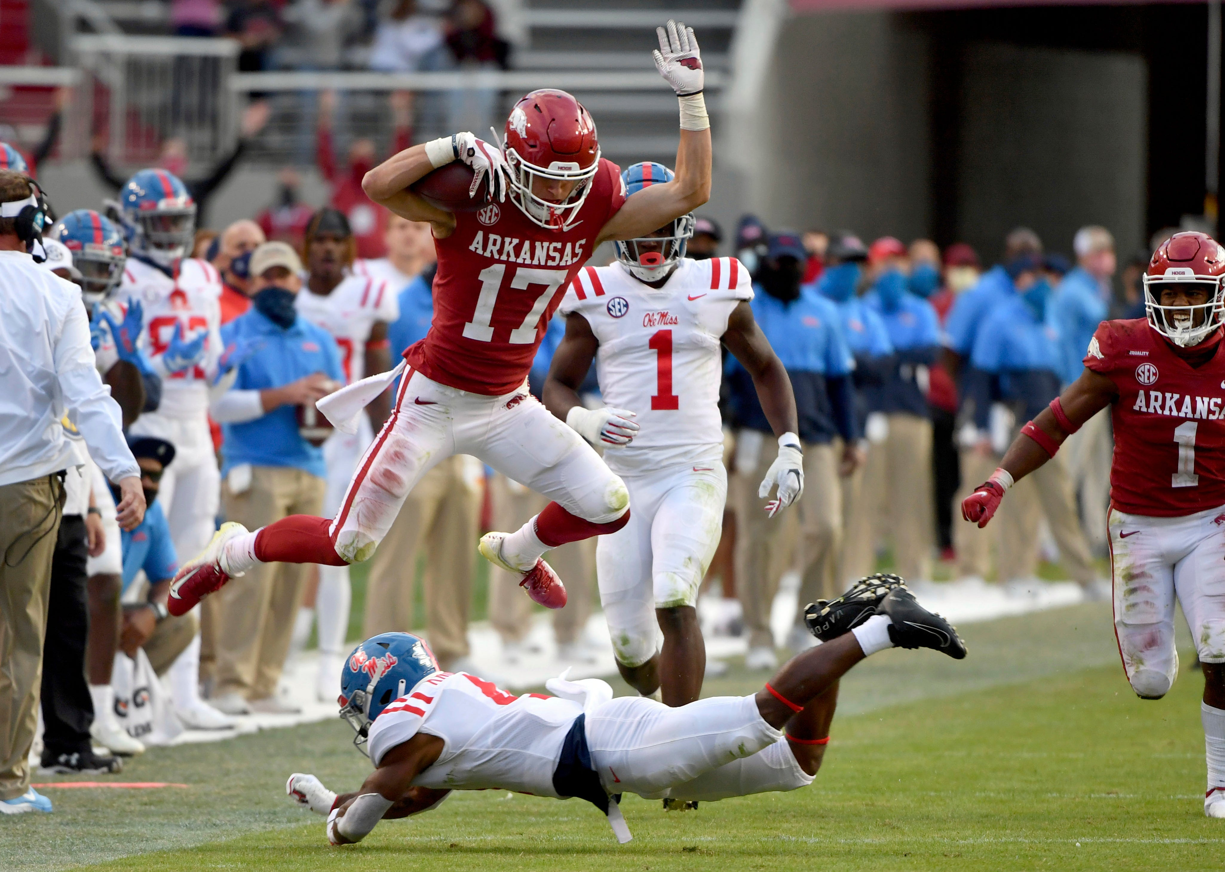 Arkansas Forces Seven Turnovers Beats Ole Miss 33 21 Giveaways Ole Miss Ap Mississippi Fayetteville The Independent